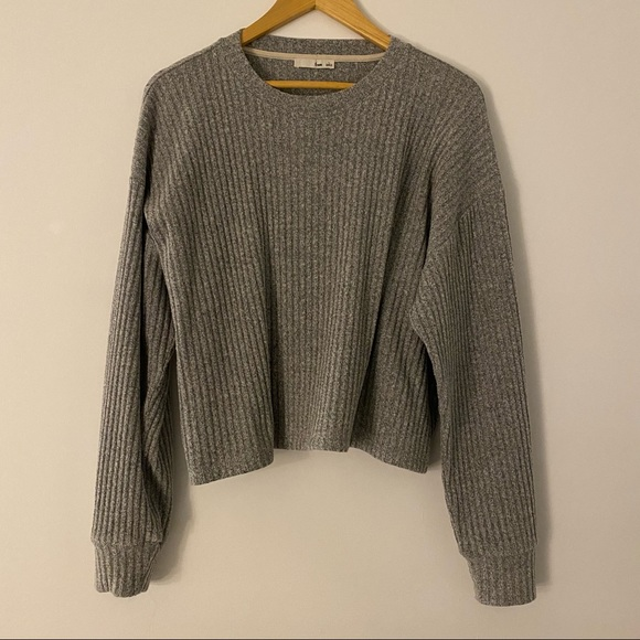 Aritzia Wilfred Free grey knit crop sweater